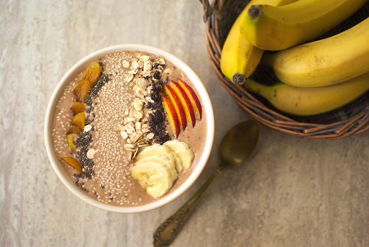 Bananowo daktylowe smoothie bowl