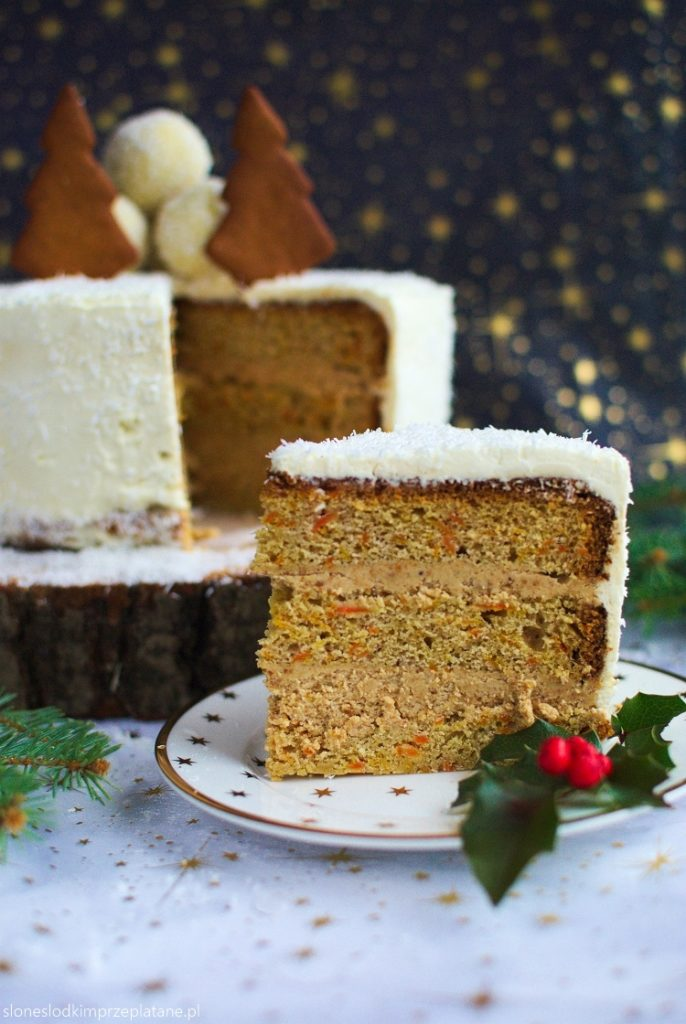 Tort marchewkowy z kremem piernikowym