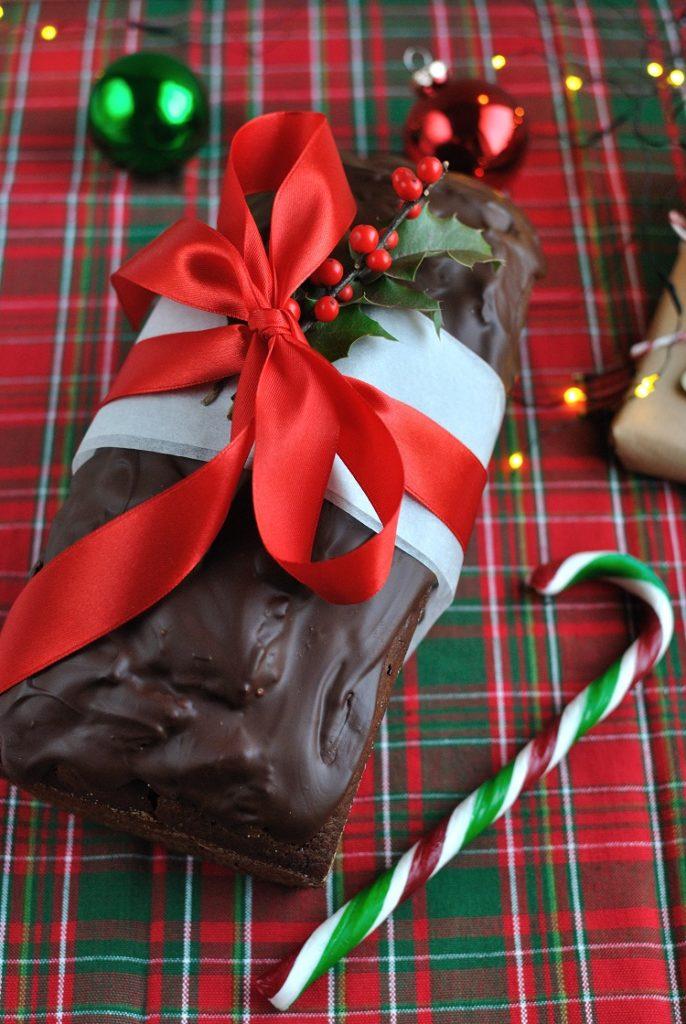 Piernik czekoladowy z suszoną śliwką i imbirem