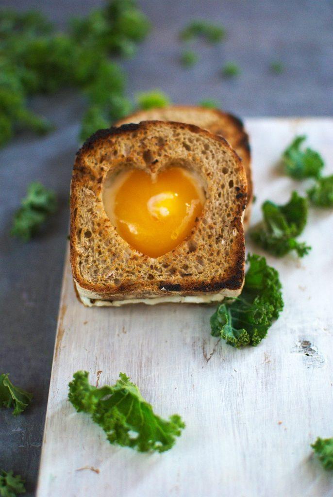DSC_3372.NEF_-686x1024 Tosty z jajkiem sadzonym i jarmużem