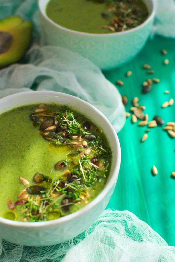 Zupa krem z awokado i jarmużu