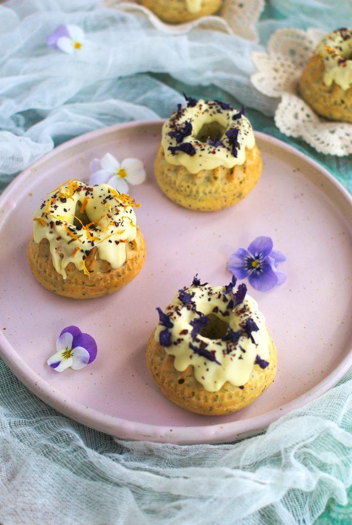 Mini babki cytrynowe z makiem i białą czekoladą