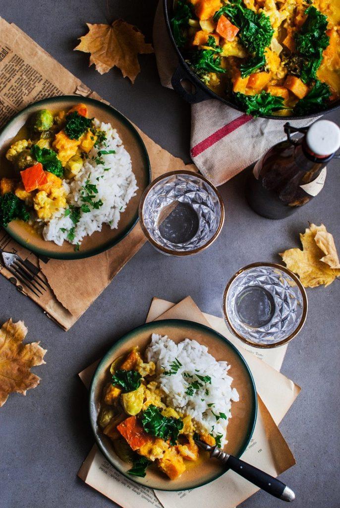 Jesienne curry z dynią, jarmużem i kalafiorem