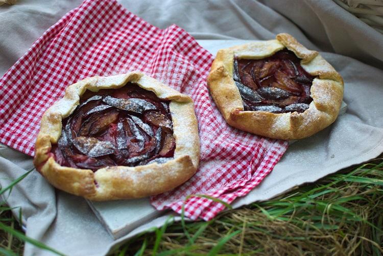 galette-ze-śliwką Zawsze jest dobry moment na piknik