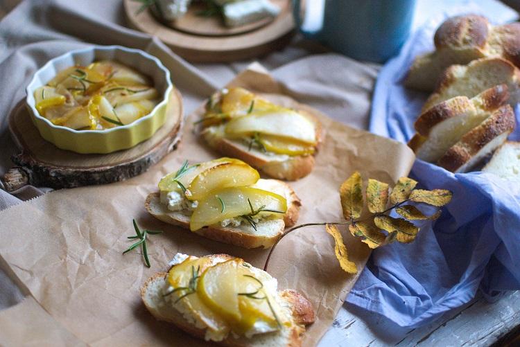 karmelizowana-gruszka Chałka z karmelizowaną gruszką
