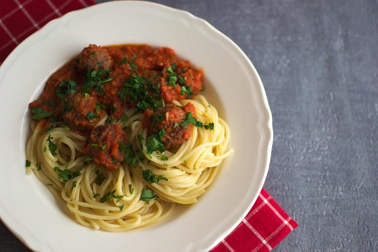 spaghetti-z-klopsikami Spaghetti z klopsikami