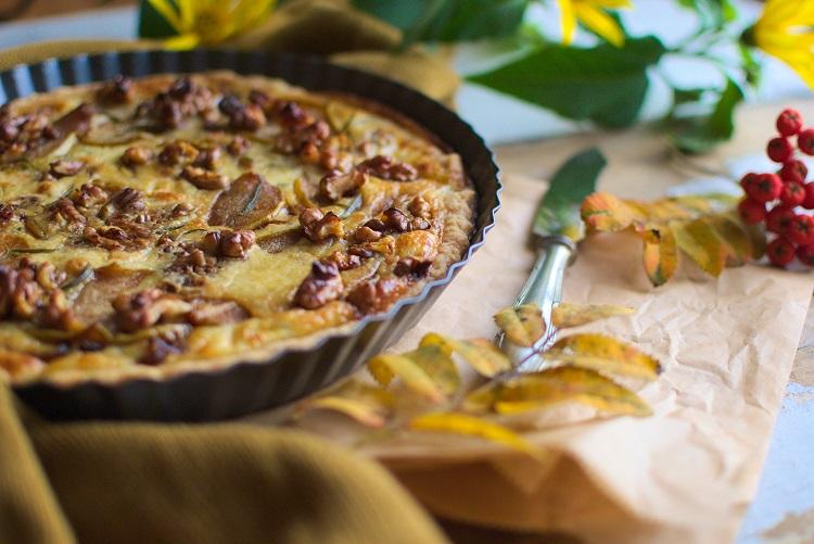 tarta-z-gruszką Tarta z karmelizowaną gruszką i gorgonzolą