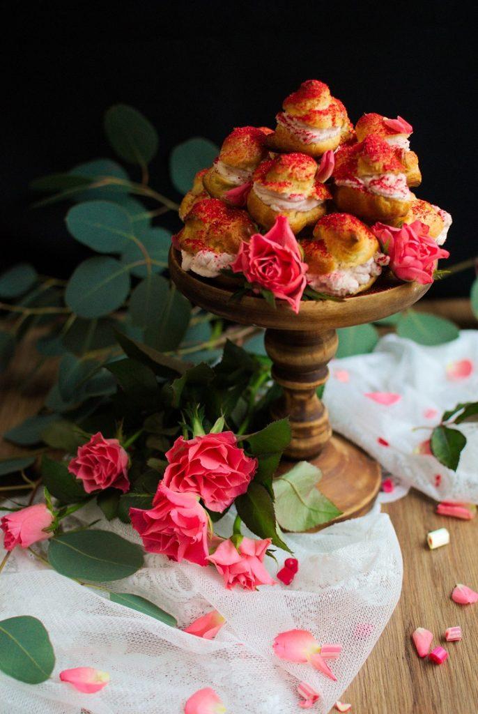 Truskawkowe love - mini ptysie z kremem truskawkowym