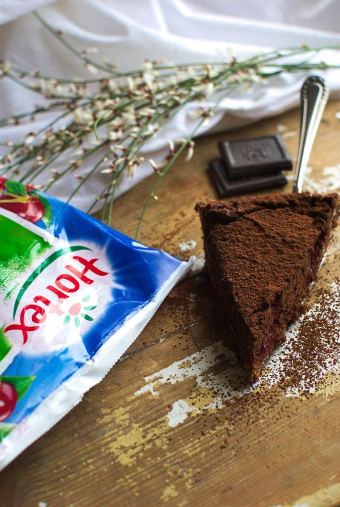 tarta-686x1024 Wegańska tarta czekoladowa z wiśniami