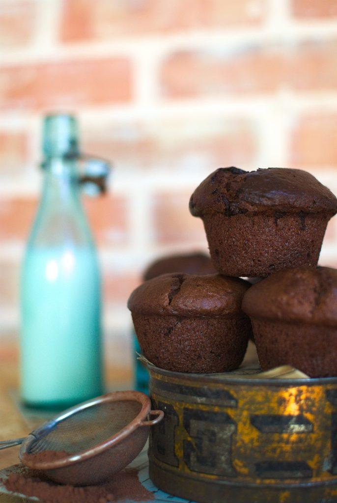 muffinki-686x1024 Czekoladowe muffinki z wiśniami
