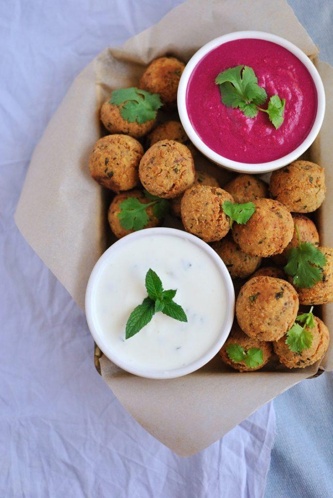 falafel-z-dipem-buraczanym-686x1024 Falafel z dipem buraczanym i jogurtowym