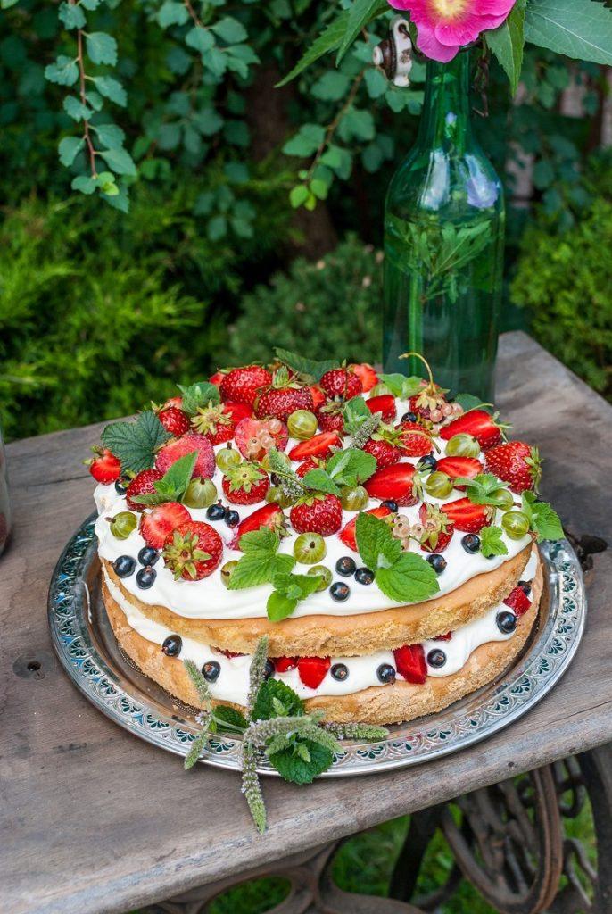 biszkopt-686x1024 Biszkopt z kremem mascarpone i owocami
