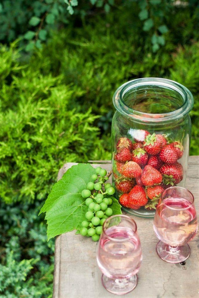 truskawki-1-686x1024 Biszkopt z kremem mascarpone i owocami