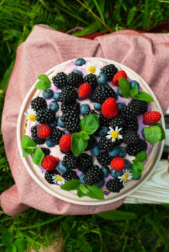 owoce-686x1024 Naked cake w letnim wydaniu