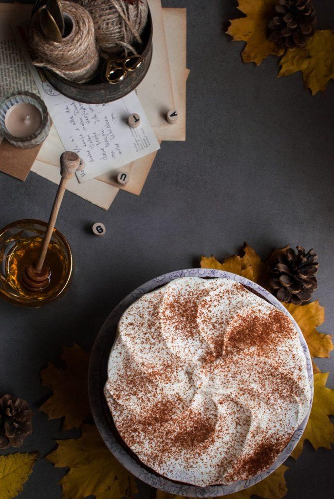 Bezglutenowe ciasto z gruszkami i miodowym kremem