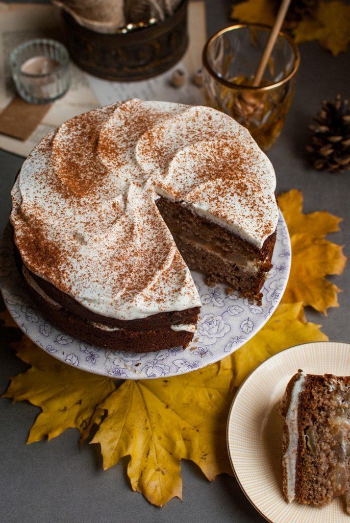 DSC_2513-686x1024 Bezglutenowe ciasto z gruszkami i miodowym kremem