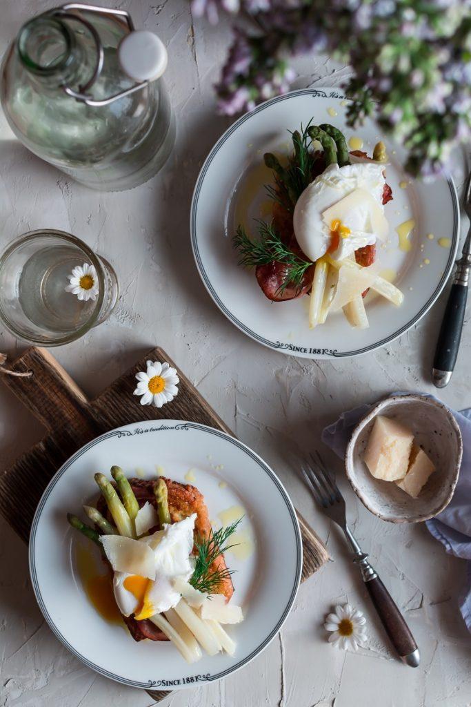 Tosty francuskie ze szparagami i jajkiem w koszulce