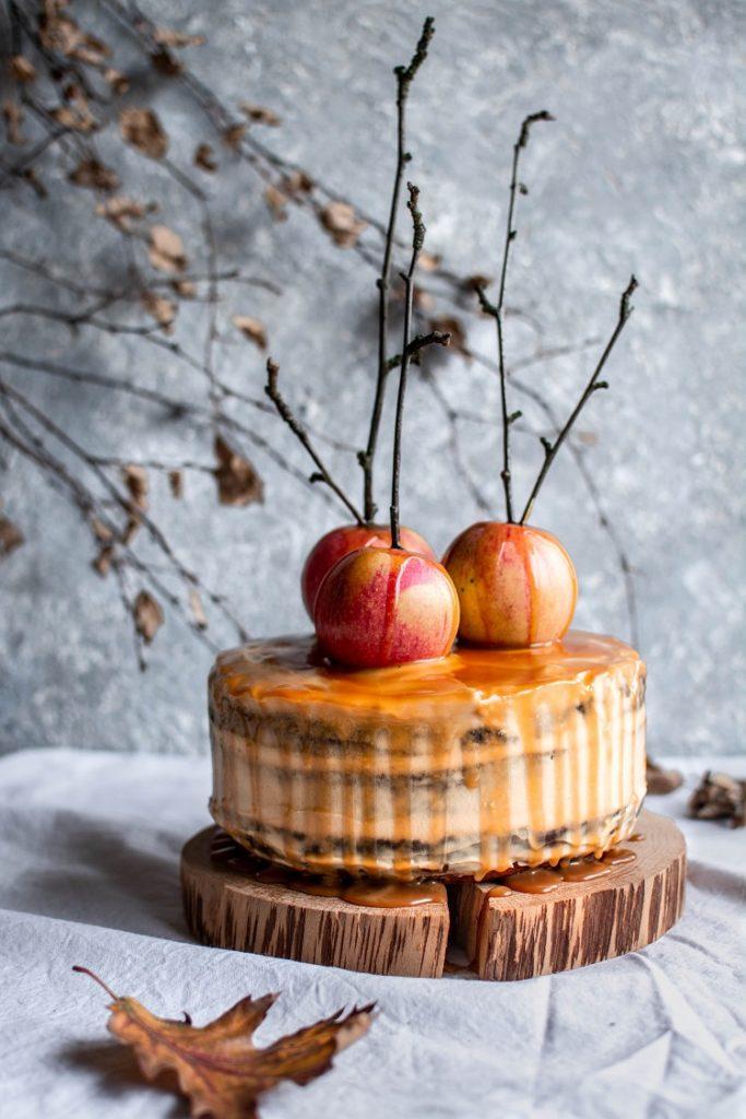 Obłędny tort dyniowy. Z kremem orzechowym i solonym karmelem