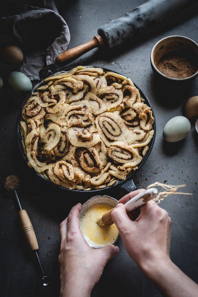 DSC_8747-2-683x1024 Ciasto z jabłkami cinnamon rolls