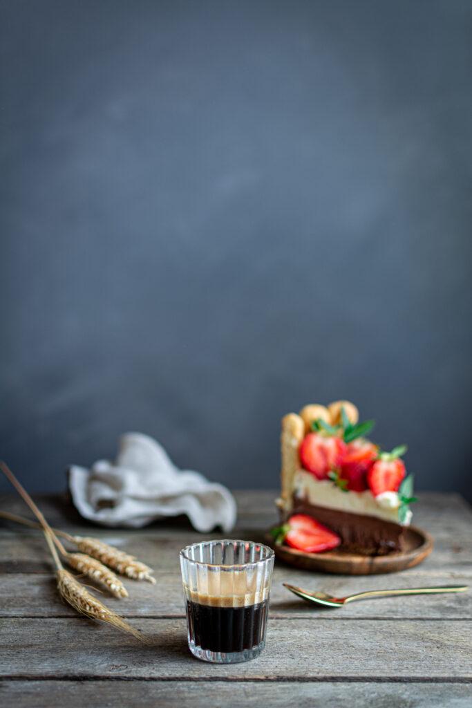 DSC_1467-683x1024 Podwójnie czekoladowe ciasto z letnimi owocami