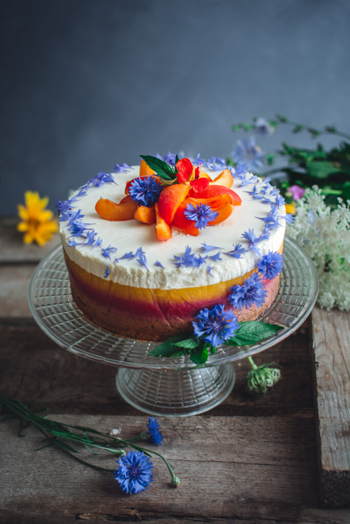 Ciasto ucierane z owocową żelką i pianką z białej czekolady