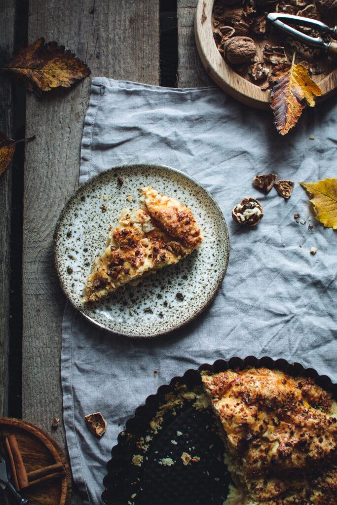 DSC_7765-683x1024 Kruche ciasto z jabłkami i orzechową kruszonką